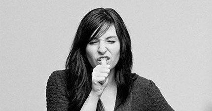 你如果愛咬手指頭的話要小心,在其他國家可能會讓你被人毒打一頓!