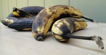 香蕉每次都很快就黑掉壞掉。只要用這個每個人家都有的材料就可以多保存一週!
