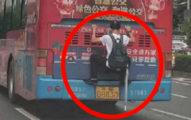 小資男「偷爬公車尾」搭免費便車 律師:沒危害「公共安全」