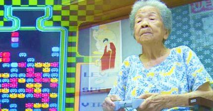 我阿嬤都比你厲害!98歲阿嬤「花20年打電動」連孫子都慘敗